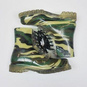 Camo lace-up rain boots